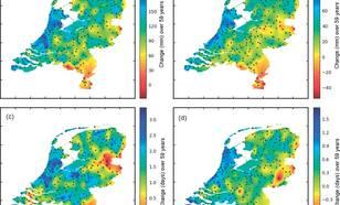Verandering in vier neerslagindices in de periode 1951-2009: (a) jaargemiddelde hoeveelheid neerslag (mm); (b) neerslag in het zomerhalfjaar; (c), (d)  jaarlijks aantal dagen met meer dan 20 resp. 30 mm neerslag. Zwarte punten zijn de neerslagstations.