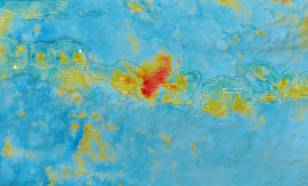Satellietbeeld van vulkaanas van de Agung vulkaan op Bali op 27 november