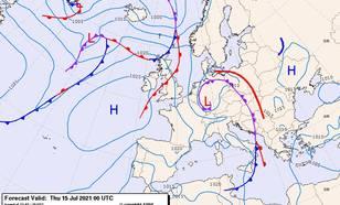 Luchtdrukkaart en fronten van donderdag 15 juli om 2.00 uur. Het lagedrukgebied boven Duitsland, dat voor de hevige regenval zorgde, ligt er al sinds maandag